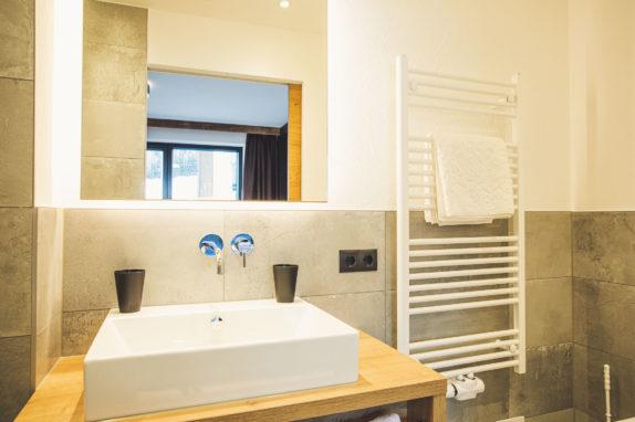 austria aparthotel fiss badezimmer